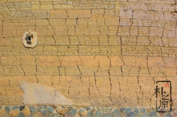 浅谈传统与现代夯土墙设计的优劣