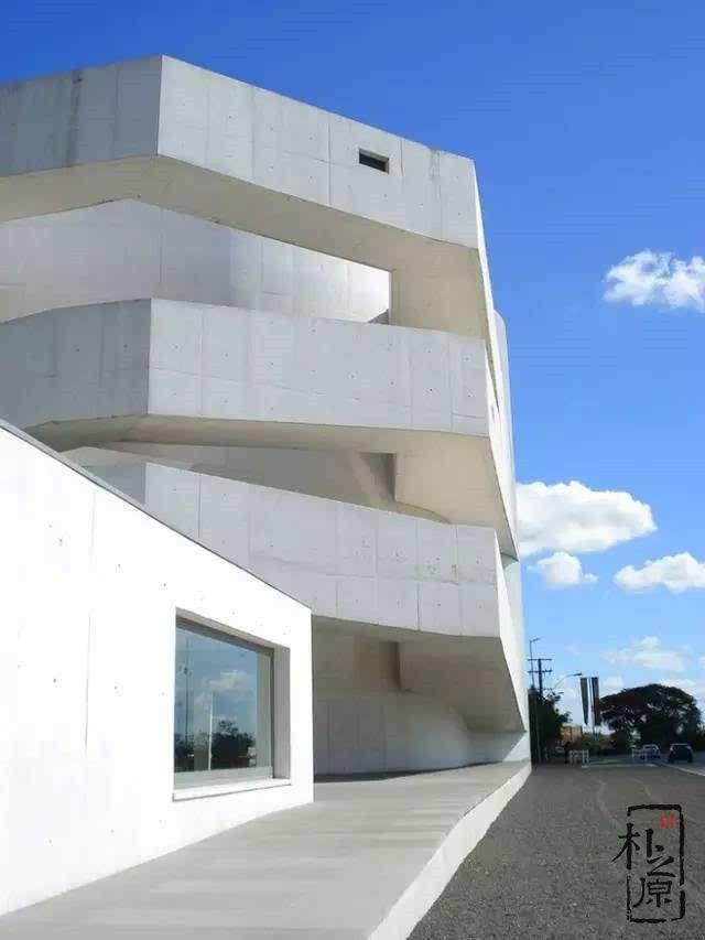 彩色清水混凝土建筑:IbereCamargo先生基金会博物馆