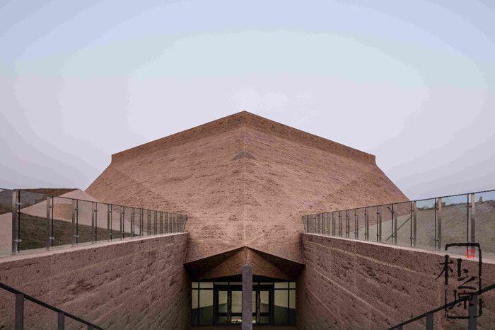 仿夯土墙挂板建筑:昭君博物馆