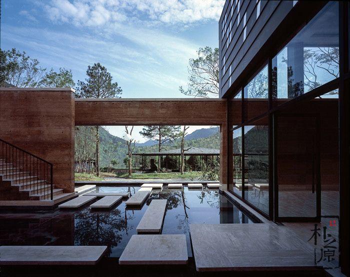 什么公司能设计这座现代夯土墙建筑?