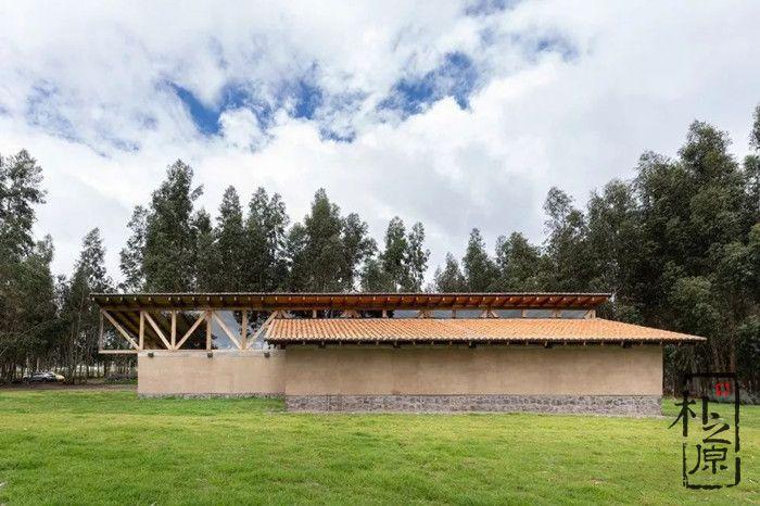 现代夯土墙设计:厄瓜多尔的乡土休闲