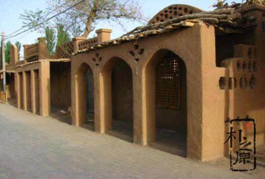 新疆夯土墙民居