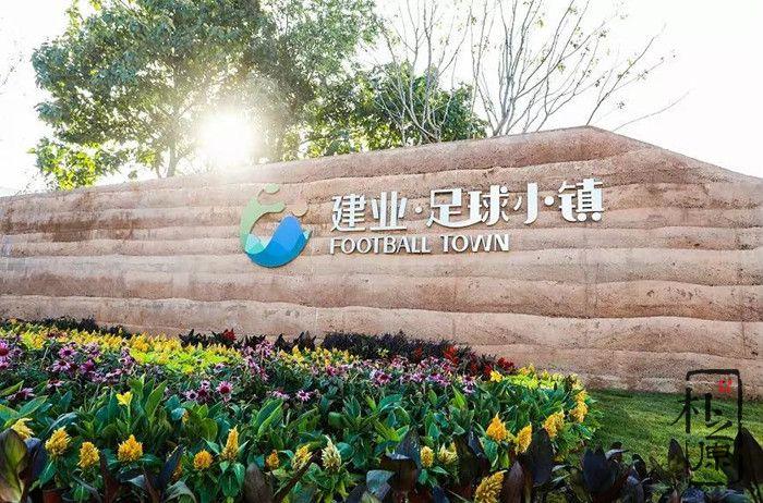 夯土墙文化随笔:这里是郑州,为啥有个郑州足球小镇?(一)
