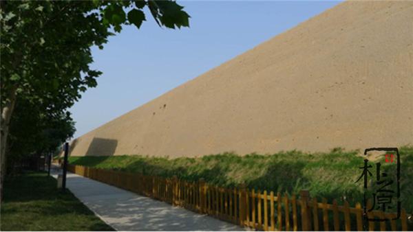 夯土墙文化随笔:这里是郑州,为啥有个郑州足球小镇?(三)