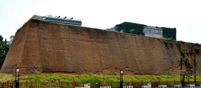 商城夯土墙