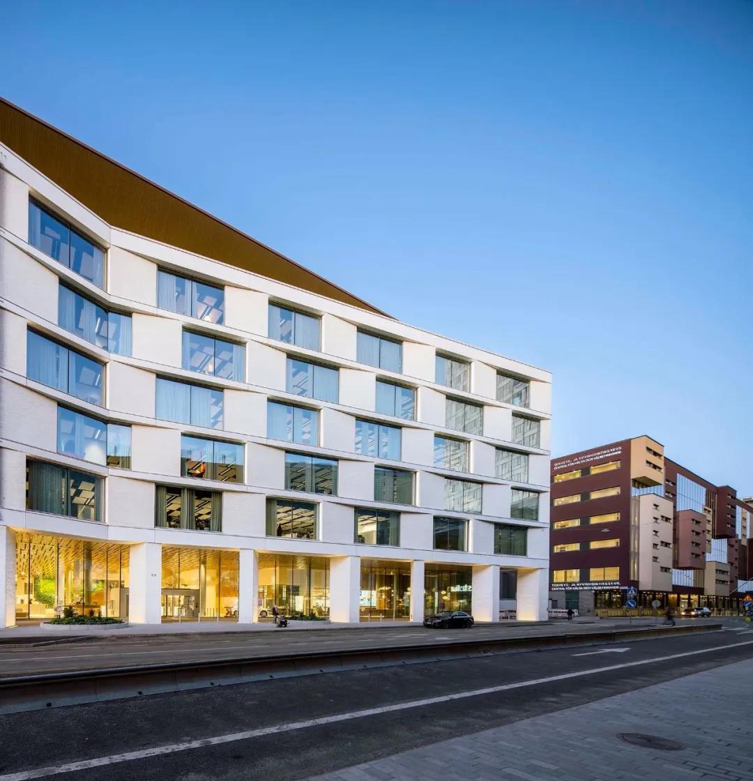 办公楼设计:清水混凝土开放办公