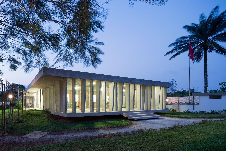 私人住宅改扩建清水混凝土大使馆