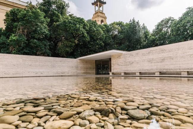 自然大气的清水混凝土别墅